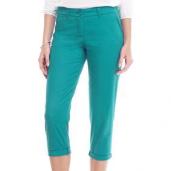a72d70c547a36 CROWN   IVY Solid Casual Rolled Capri Pants